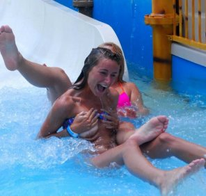 amateur photo Water slide nipslip