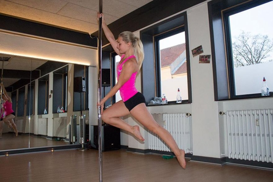 Pole fitness is awesome! Porn Photo
