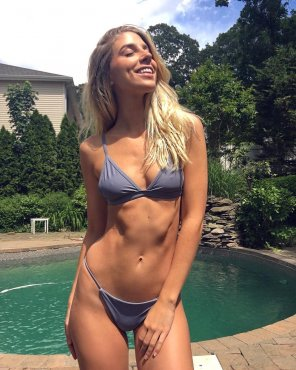 amateur photo Blonde in bikini