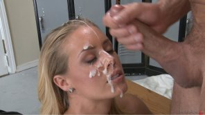 amateur photo Nicole Aniston Covered