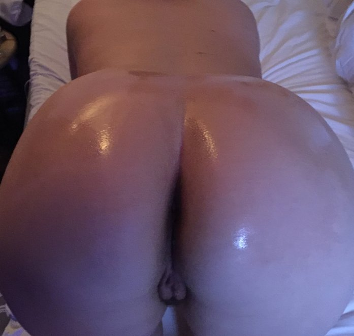 Oiled pawg Porn Photo