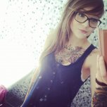 amateur photo Pretty girl with ink and glasses