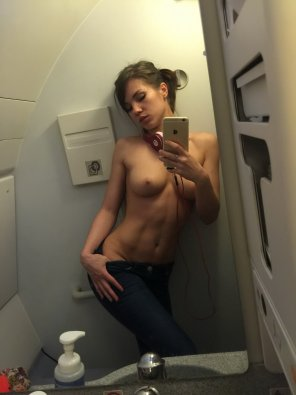 amateur photo Aeroplane bathroom selfie