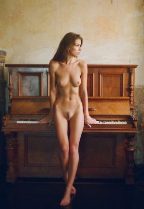 amateur photo Piano player