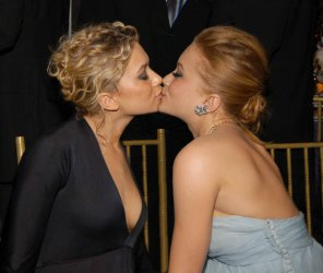 amateur photo Olsen Twins share a Kiss