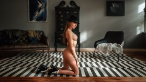 amateur photo Girl in hat