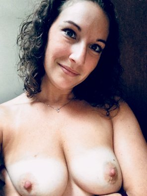 amateur photo hard nips & tanlines with beautiful face!