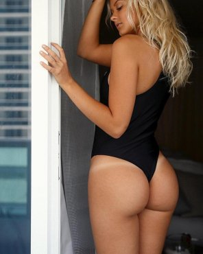 amateur photo Cheeky in black