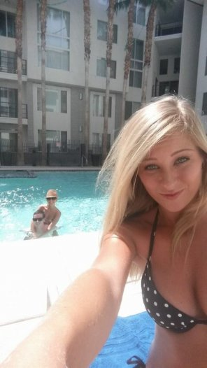 amateur photo Selfie at the pool
