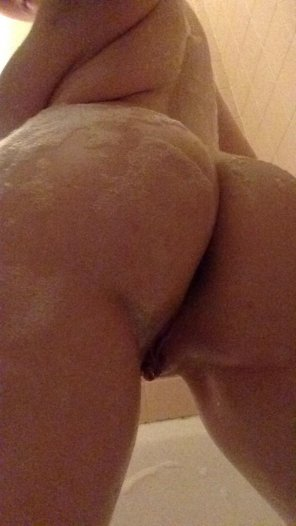 amateur photo Suds-y butt!