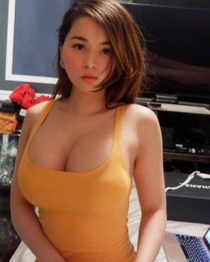 amateur photo Yellow Dress