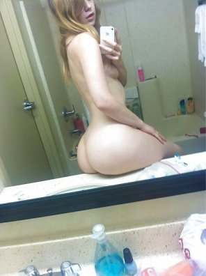 amateur photo Pale Ass Bath Selfie