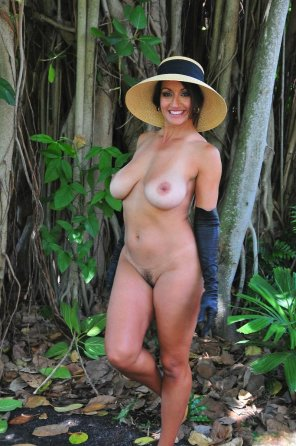 amateur photo Milf in the jungle