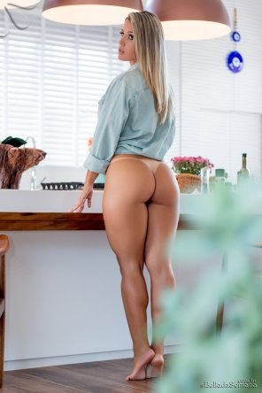 amateur photo Barefoot in the kitchen