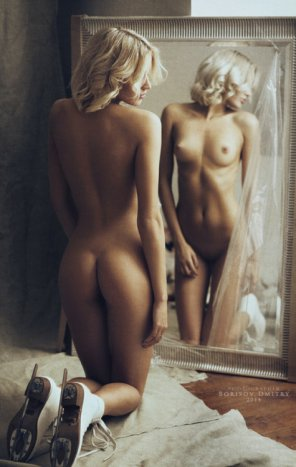 amateur photo Blonde in the mirror