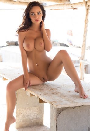 amateur photo Gorgeous busty brunette