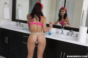 amateur photo Gina Valentina