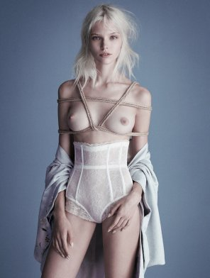 amateur photo Sasha Luss is the most beautiful alien in the world
