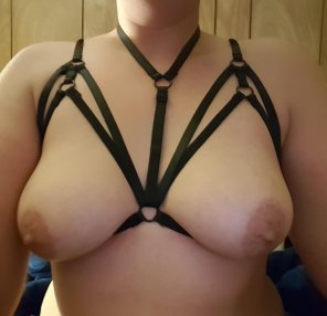 amateur photo [F] Of so stretchy and strappy!