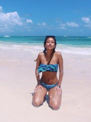 amateur photo Bikini Ebony on Her Knees