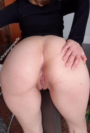 Sexy naked big butt gif