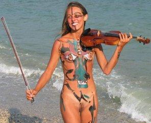 amateur photo Fiddle Girl on the beach