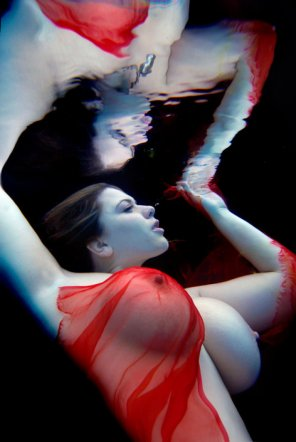 amateur photo London Andrews underwater
