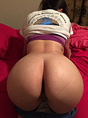 amateur photo quick bend over i need to call 911