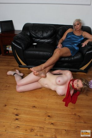 amateur photo Holly Kiss the Foot Stool