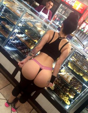 amateur photo no I don't want a donut I just want all of that ass.