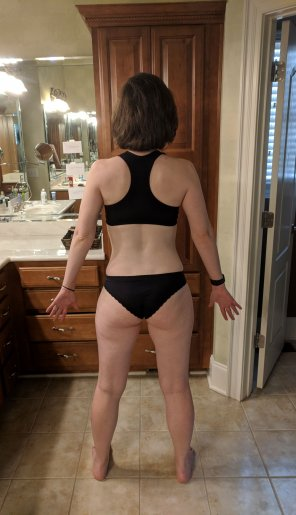 amateur photo 36 y/o wifey wants to share her backside