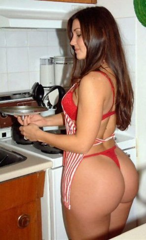 amateur photo Hot in the kitchen