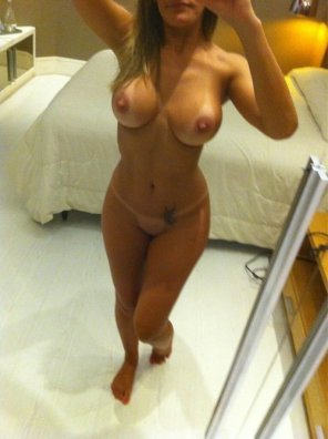 amateur photo Hot girl in a clean room