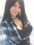 amateur photo Great cleavage in a plaid shirt
