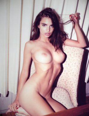 amateur photo Emily Ratajkowski Polaroid