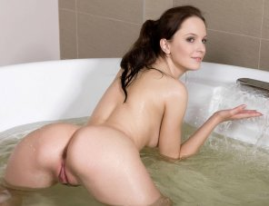 amateur photo Brunette in the Bath