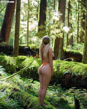 amateur photo Sara in the forest