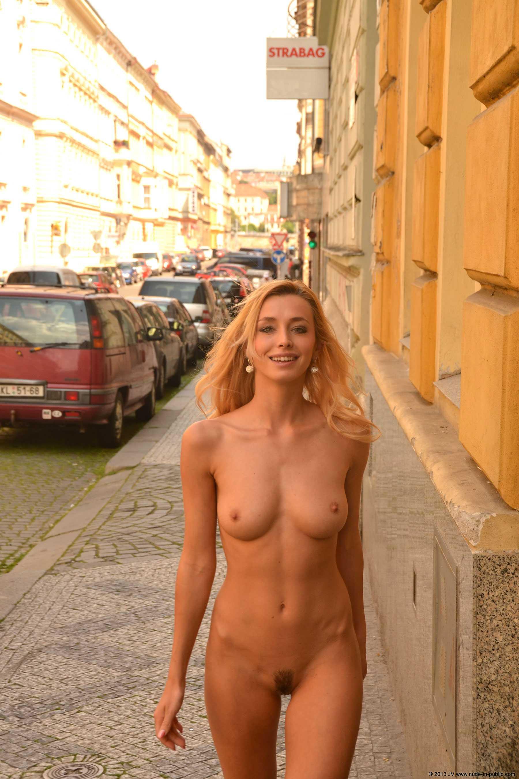 Shy girl nude pics