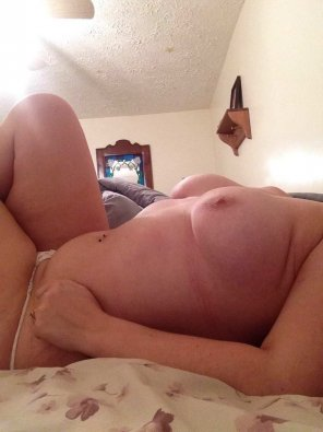 amateur photo Anyone want to join me [f]or a morning quickie?