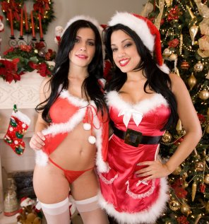 amateur photo Rebeca & Abella are Santa's little helpers :)