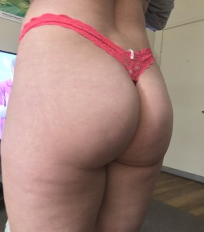amateur photo My Ass Needs A Spanking! [F]