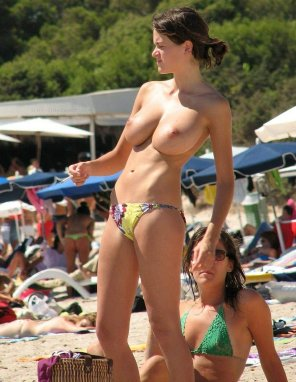 amateur photo huge tits on the beach