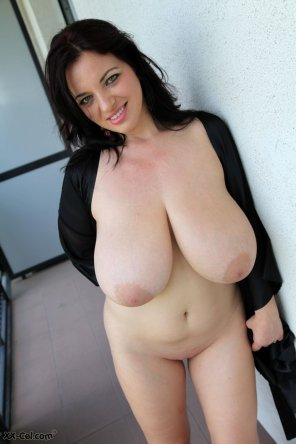 amateur photo Joanna Bliss Massive Tits Naked Photos