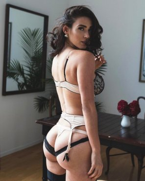 amateur photo Brunette with amazing booty