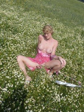 amateur photo MILF in a meadow