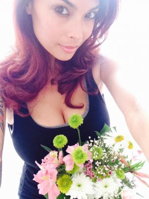 amateur photo Tera Patrick bringing flowers