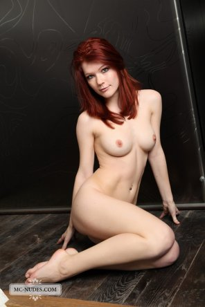 amateur photo Lynette is a sexy red-head with a perfect body: