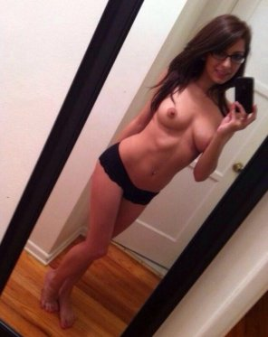 amateur photo Super cute brunette with glasses