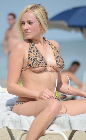 amateur photo Pornstar Kate England at the beach