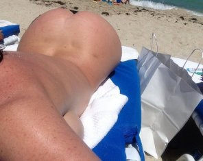 amateur photo Sophie nude at the beach